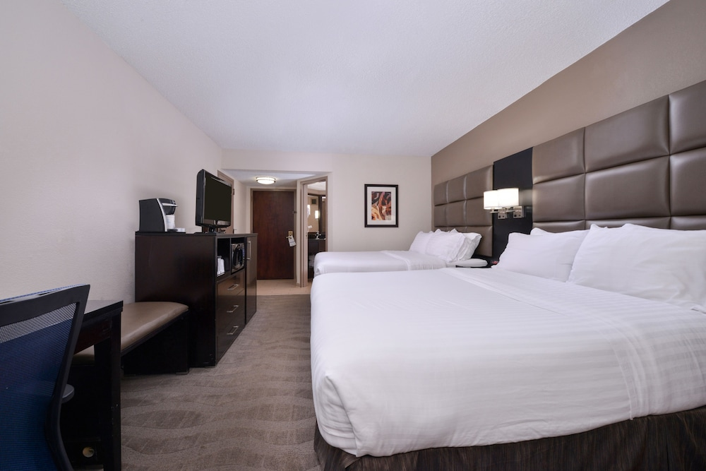 Room, Holiday Inn Express Burlington, an IHG Hotel