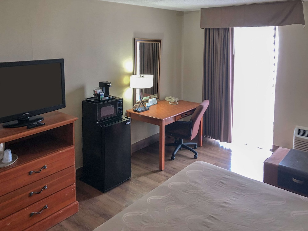 Room, Quality Inn Near Joint Base Andrews-Washington Area