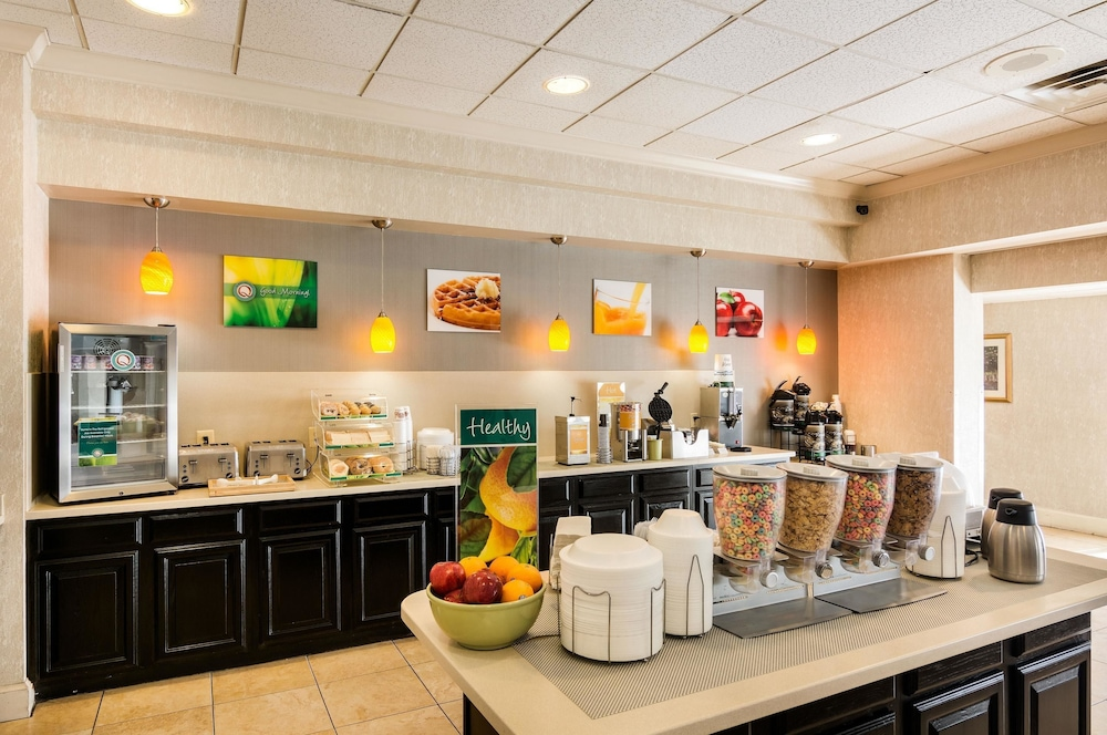 Breakfast Area, Quality Inn Near Joint Base Andrews-Washington Area