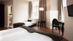 高級寢具、特厚豪華床墊、迷你吧、房內夾萬