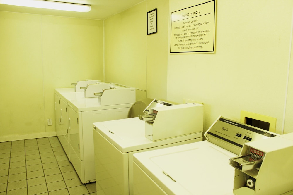 Laundry Room, Stay Express Inn Dallas - Fair Park / Downtown
