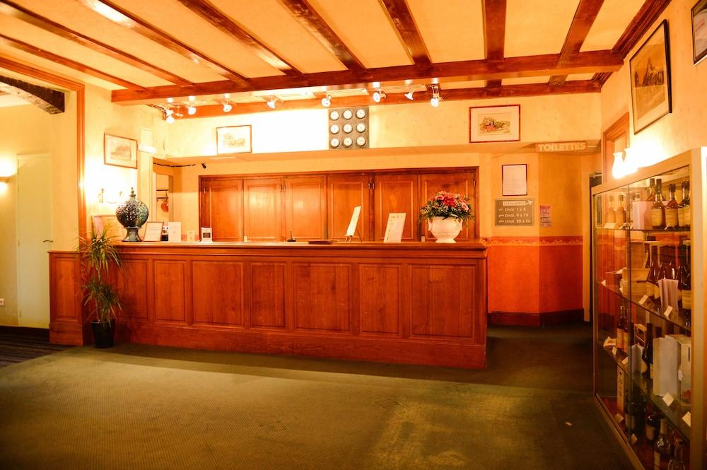 Brit Du l'aigle Dauphin France Hotel F1UxOwF