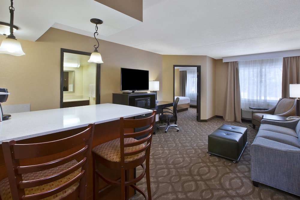 Private Kitchenette, Best Western Okemos/East Lansing Hotel & Suites