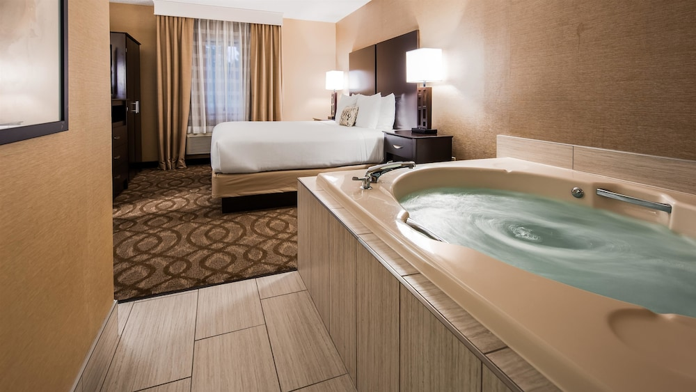 Jetted Tub, Best Western Okemos/East Lansing Hotel & Suites