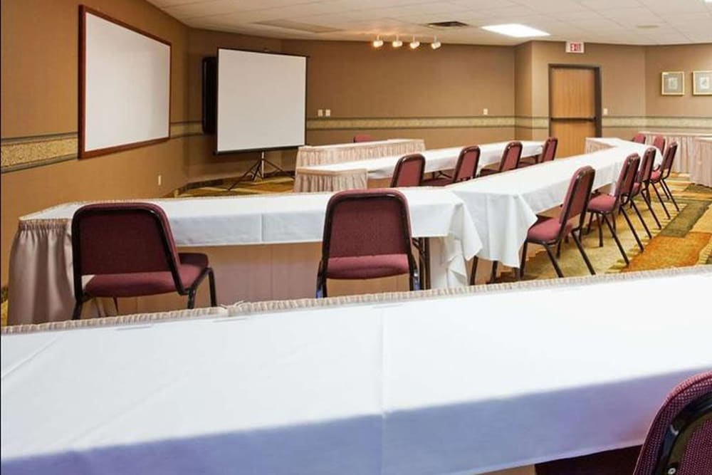 Meeting Facility, Norwood Inn & Suites Eagan