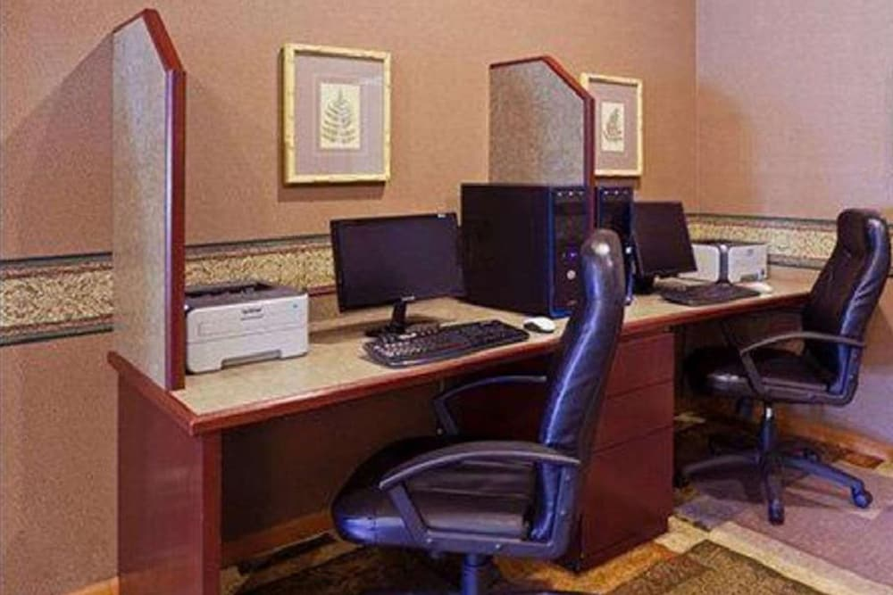 Business Center, Norwood Inn & Suites Eagan
