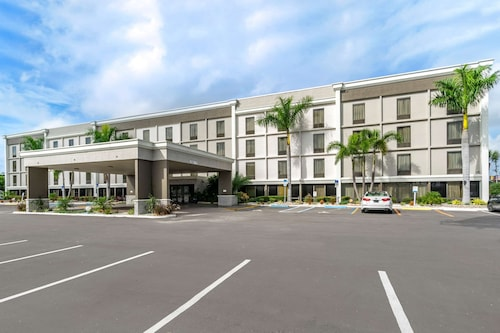 Comfort Inn & Suites Clearwater - St Petersburg Carillon Park