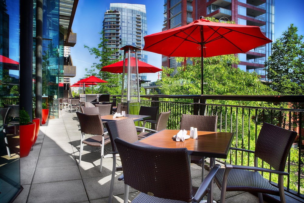 Outdoor Dining, Pinnacle Hotel Harbourfront