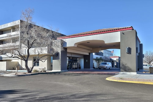 Ramada Plaza by Wyndham Albuquerque Midtown