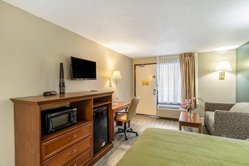 Room, Baymont by Wyndham Wilmington