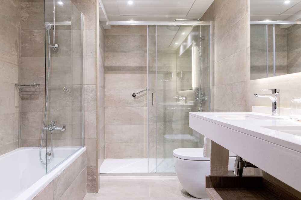 Bathroom, El Avenida Palace Hotel