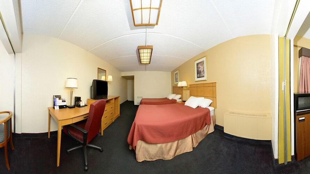 Room, Americas Best Value Inn & Suites St. Cloud