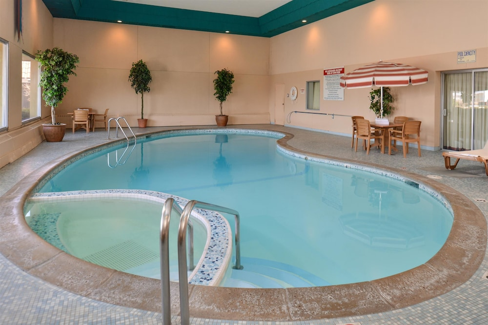 Indoor Pool, Americas Best Value Inn & Suites St. Cloud