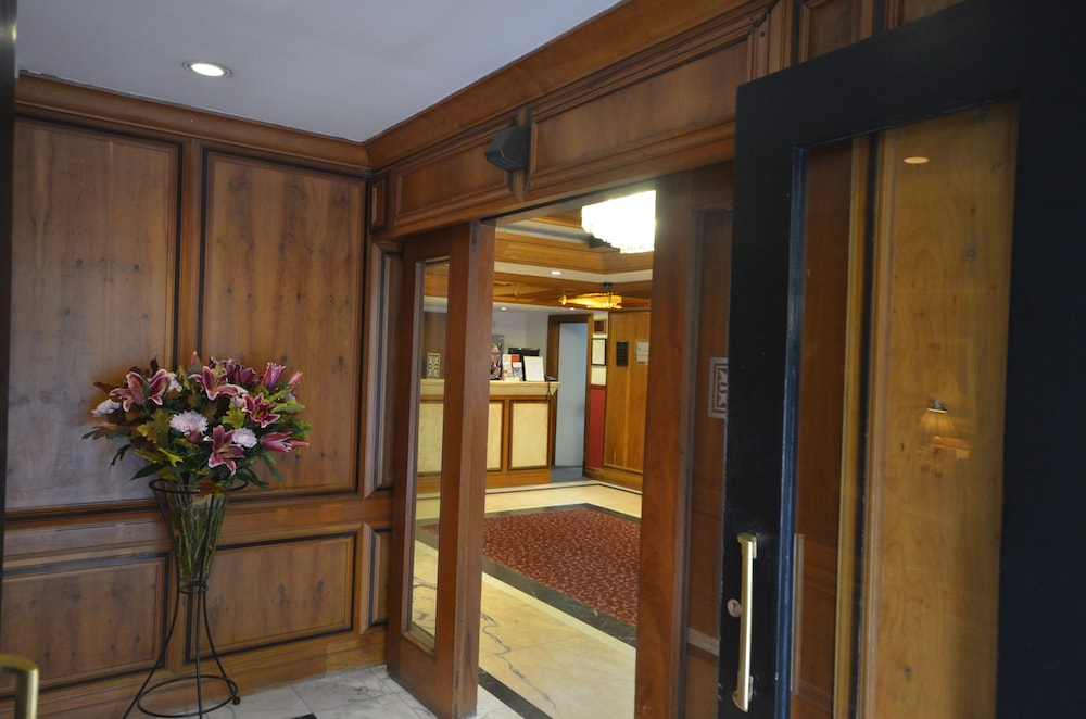 Interior Entrance, Best Western Burns Hotel Kensington
