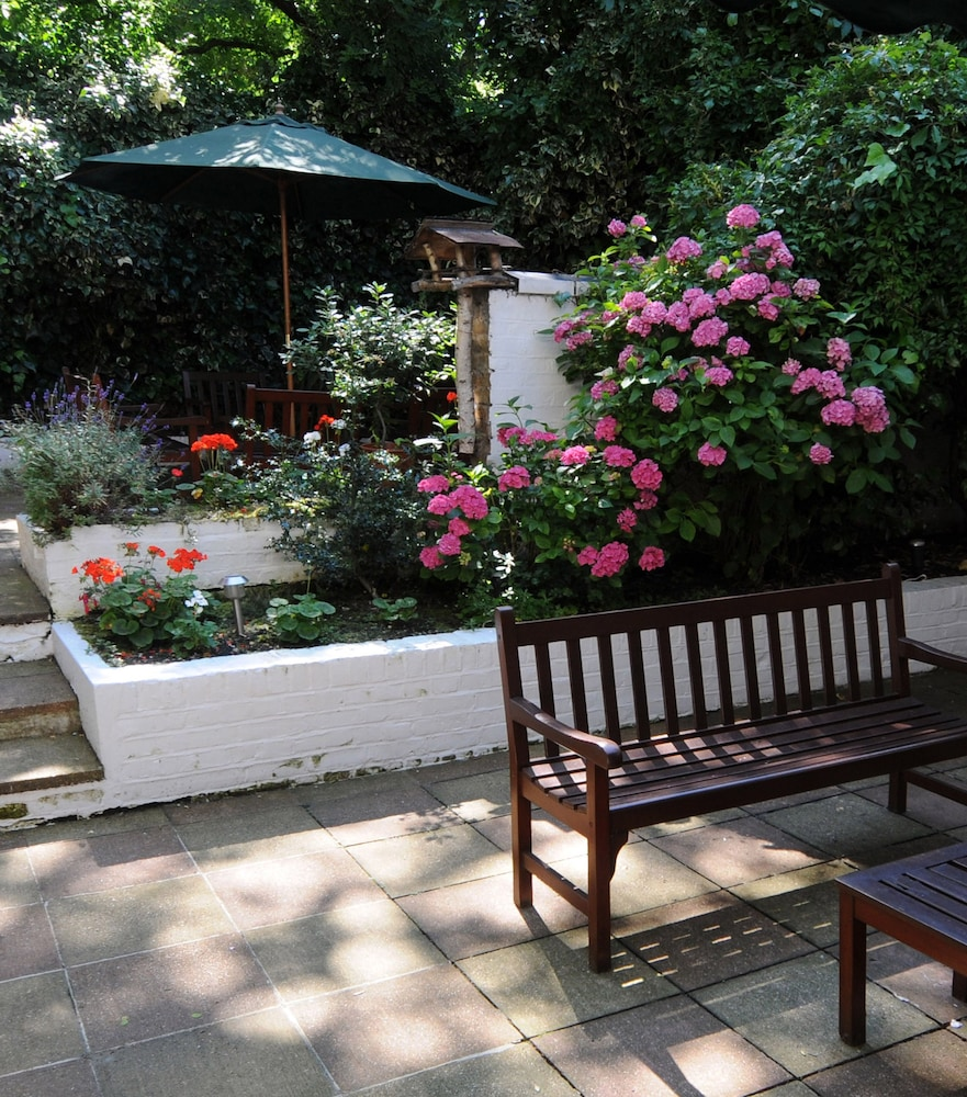 Garden, Best Western Burns Hotel Kensington