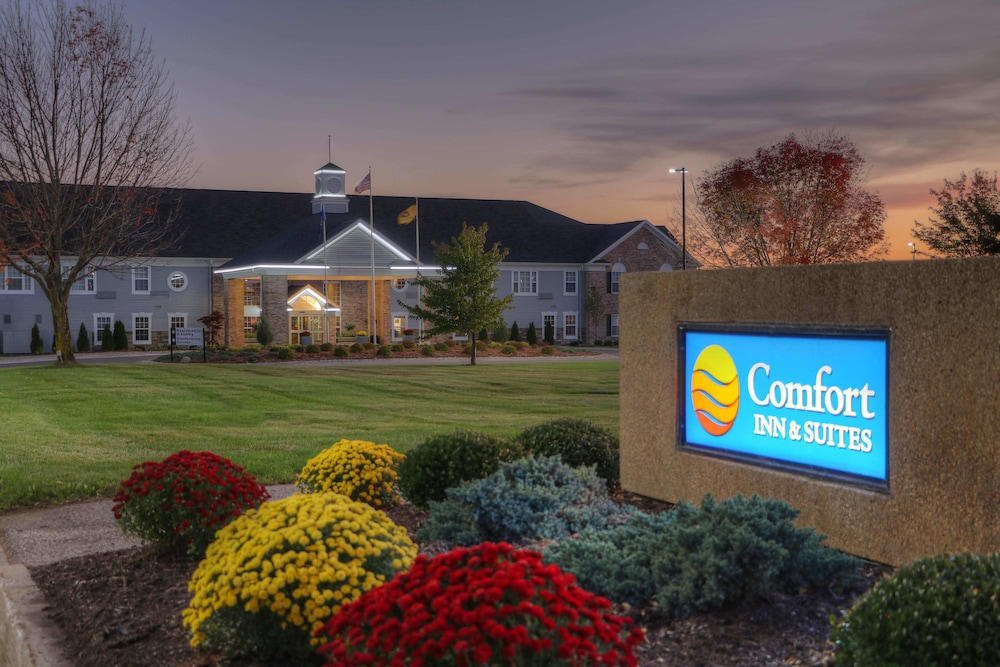 Front of Property - Evening/Night, Comfort Inn & Suites and Conference Center