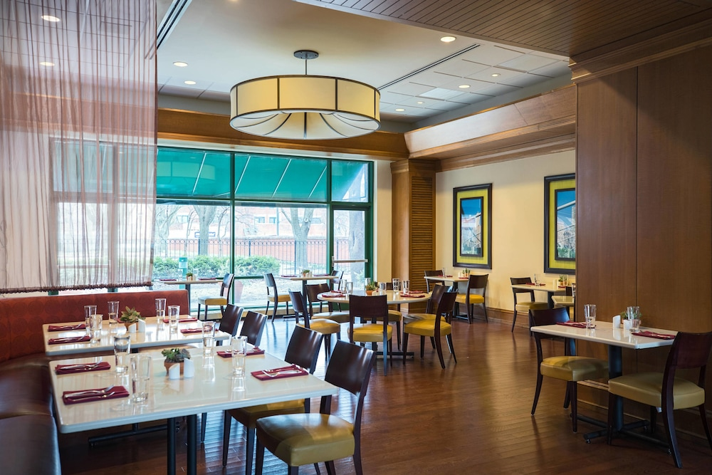 Restaurant, Chicago Marriott at Medical District/UIC