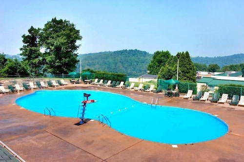 Outdoor Pool, Lakeview Golf Resort, Trademark Collection by Wyndham