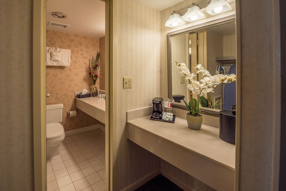 Bathroom, Lakeview Golf Resort, Trademark Collection by Wyndham