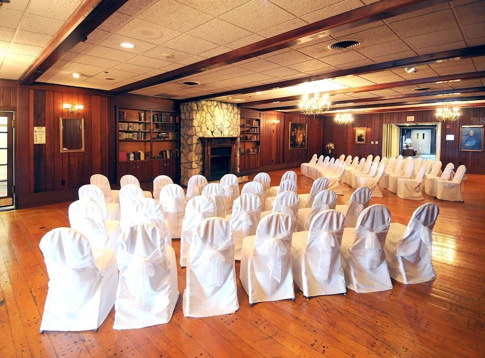 Indoor Wedding, Lakeview Golf Resort, Trademark Collection by Wyndham