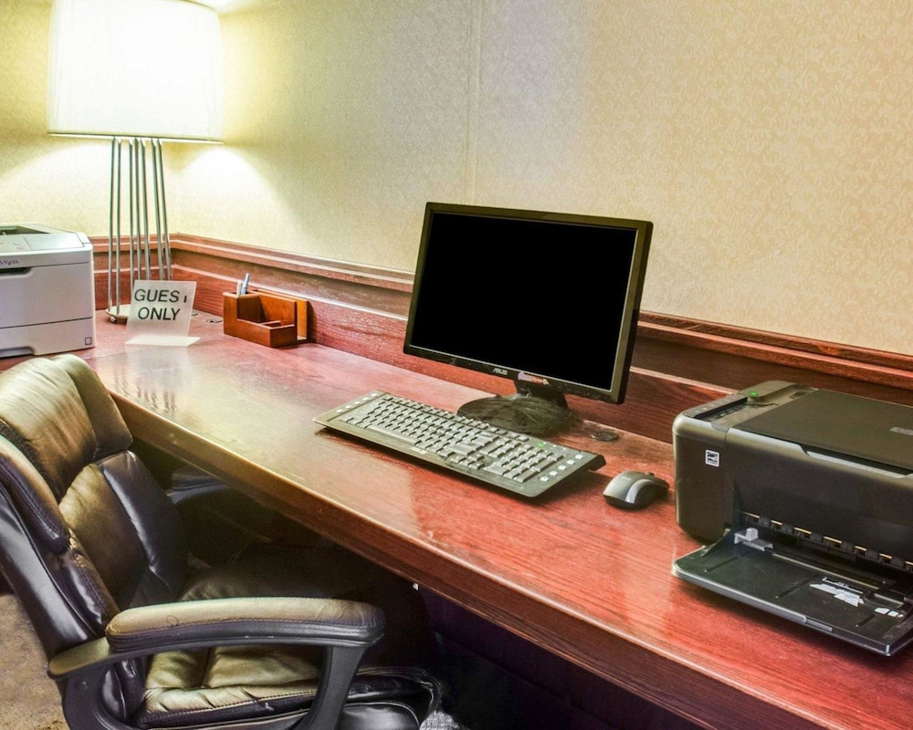 Business Center, Clarion Inn