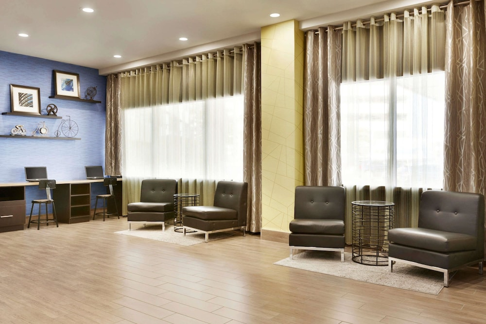 Travelodge by wyndham toronto east 2018 room prices deals exterior featured image lobby colourmoves