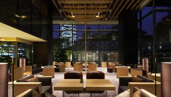 2 Bars/Lounges, Lobby-Lounge