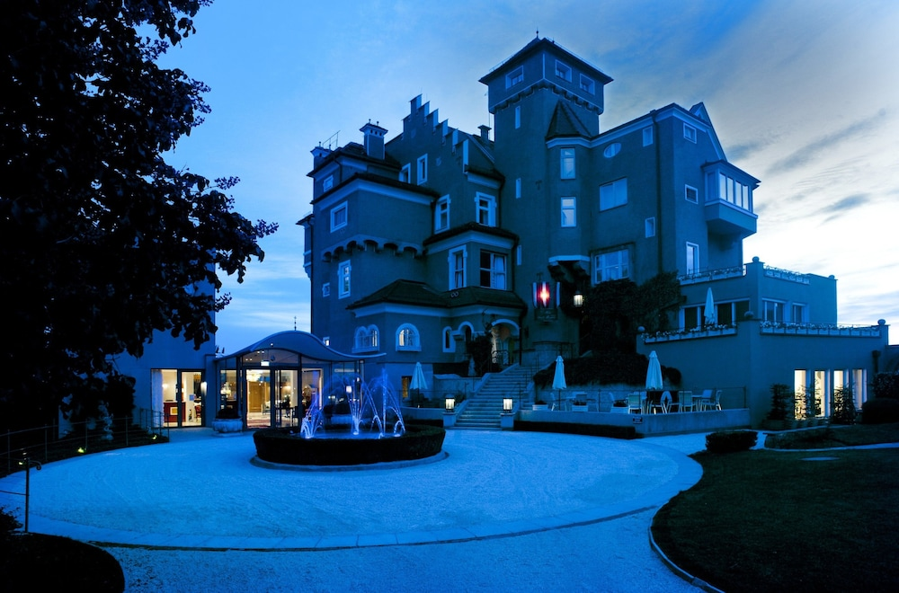 Front of Property - Evening/Night, Schloss Mönchstein Hotel
