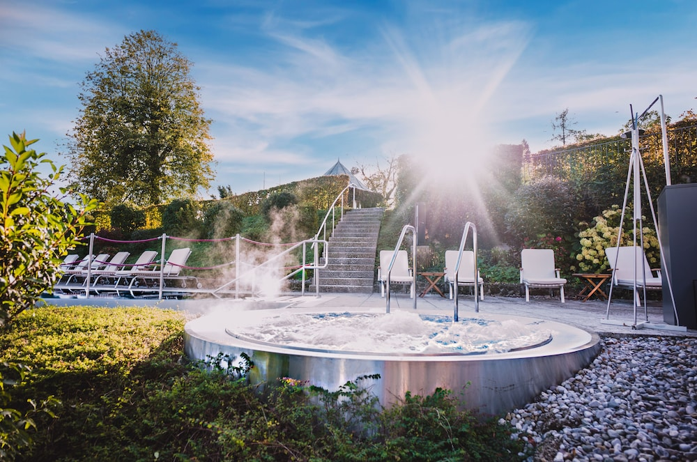Outdoor Spa Tub, Schloss Mönchstein Hotel