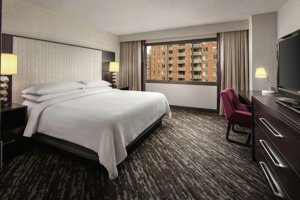 Room, Embassy Suites by Hilton Crystal City National Airport