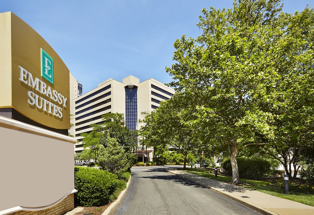 Front of Property, Embassy Suites by Hilton Crystal City National Airport