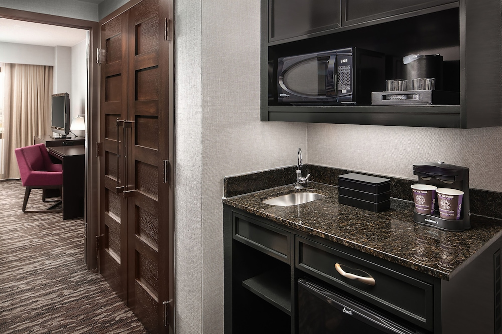 Private Kitchen, Embassy Suites by Hilton Crystal City National Airport