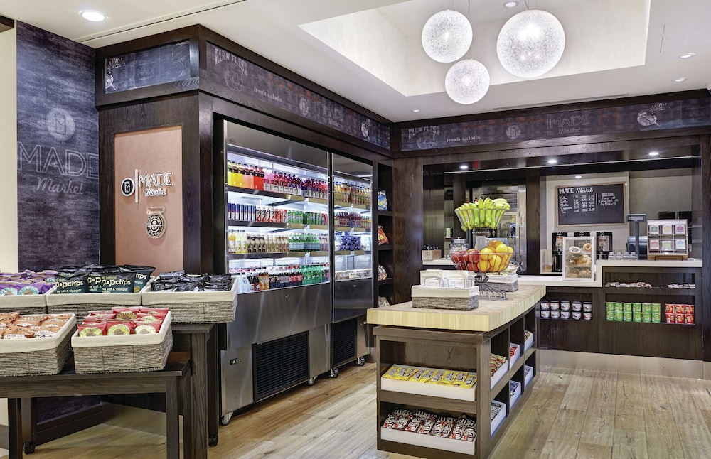 Snack Bar, DoubleTree by Hilton Washington DC - Crystal City