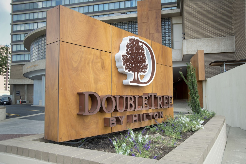 Front of Property, DoubleTree by Hilton Washington DC - Crystal City