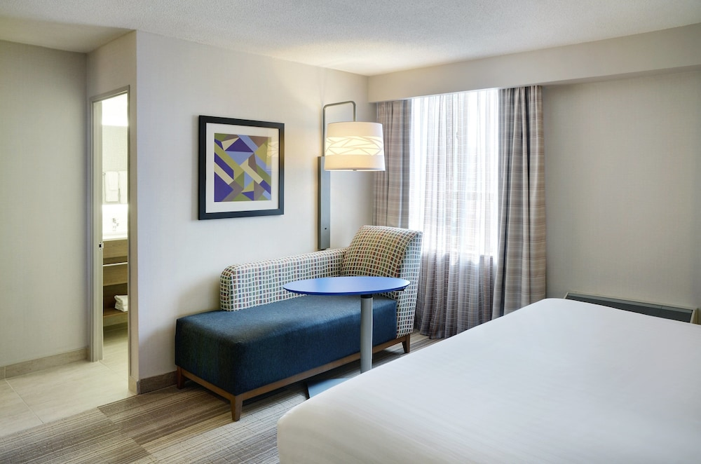 Room, Holiday Inn Express Toronto - Downtown, an IHG Hotel