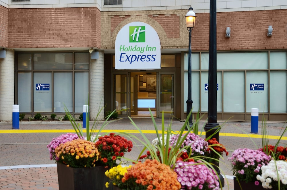 Featured Image, Holiday Inn Express Toronto - Downtown, an IHG Hotel