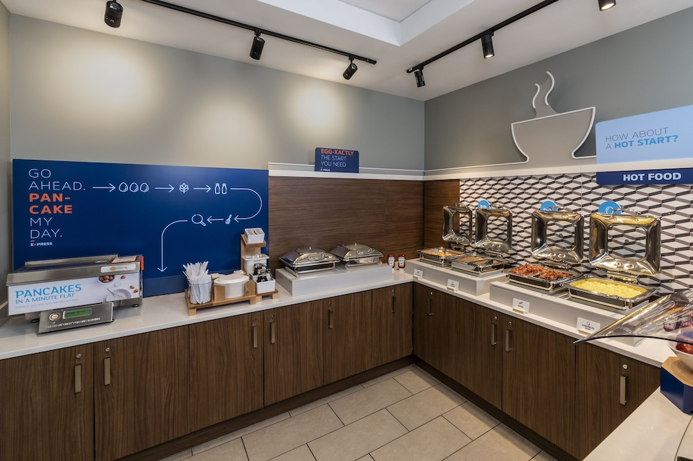 Breakfast Meal, Holiday Inn Express Toronto - Downtown, an IHG Hotel