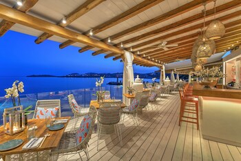 Ornos Bay, Mykonos 846 00, Greece.