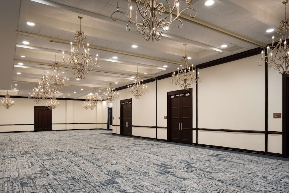 Ballroom, Embassy Suites by Hilton New Orleans