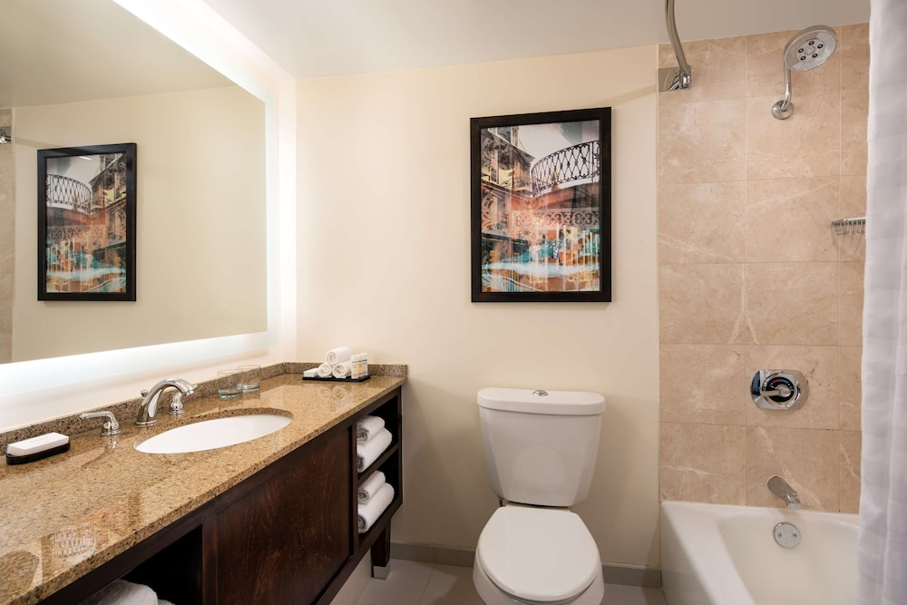 Bathroom, Embassy Suites by Hilton New Orleans
