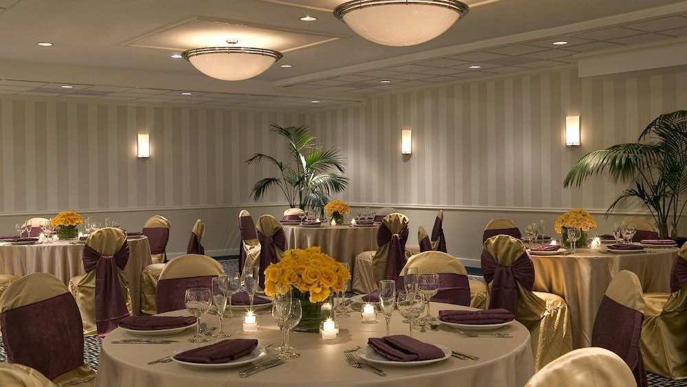 Indoor Wedding, Four Points by Sheraton Wakefield Boston Htl&Conference Cntr