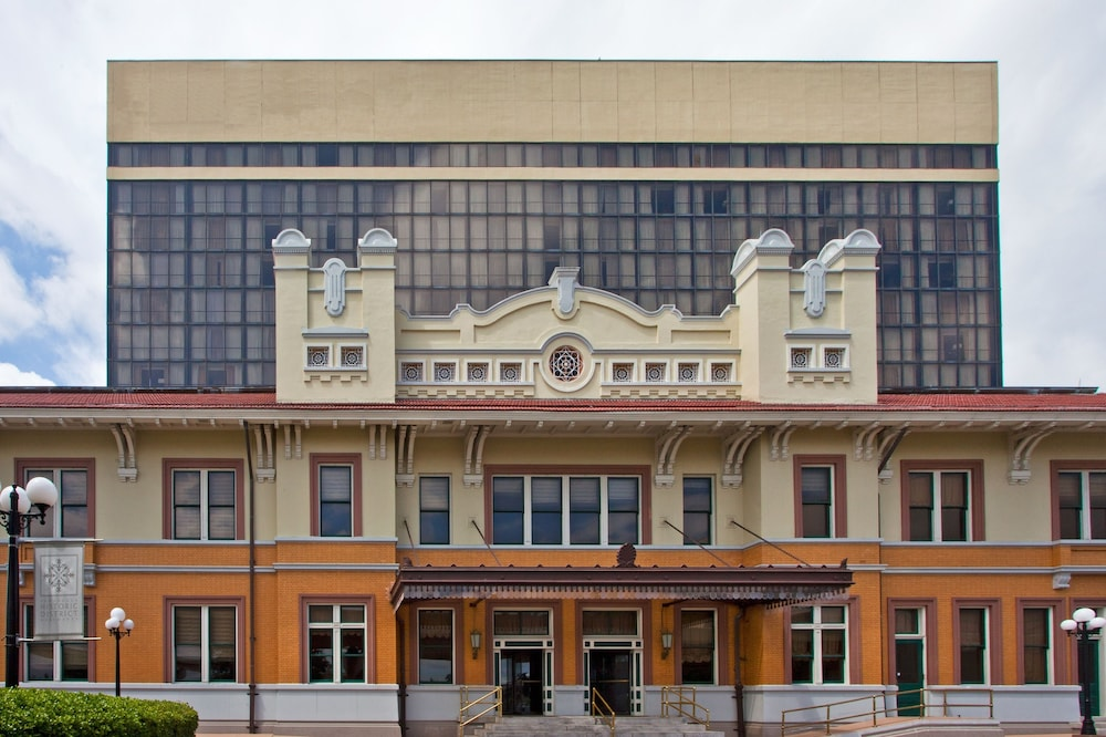 Pensacola Grand Hotel In Pensacola Hotel Rates Reviews On Orbitz