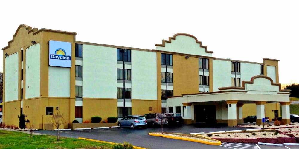 Front of Property, Days Inn by Wyndham Hagerstown