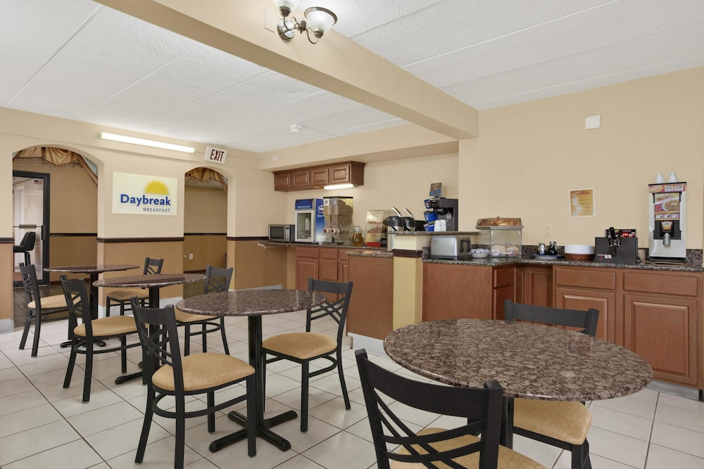Breakfast Area, Days Inn by Wyndham Hagerstown