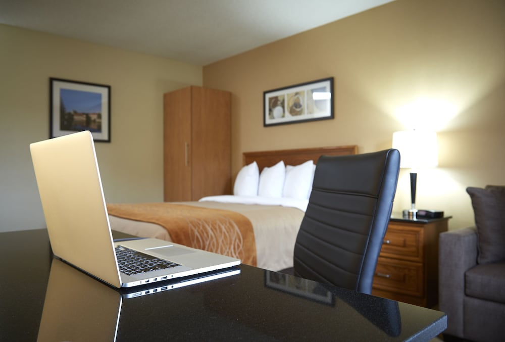 In-Room Business Center, Comfort Inn Parry Sound