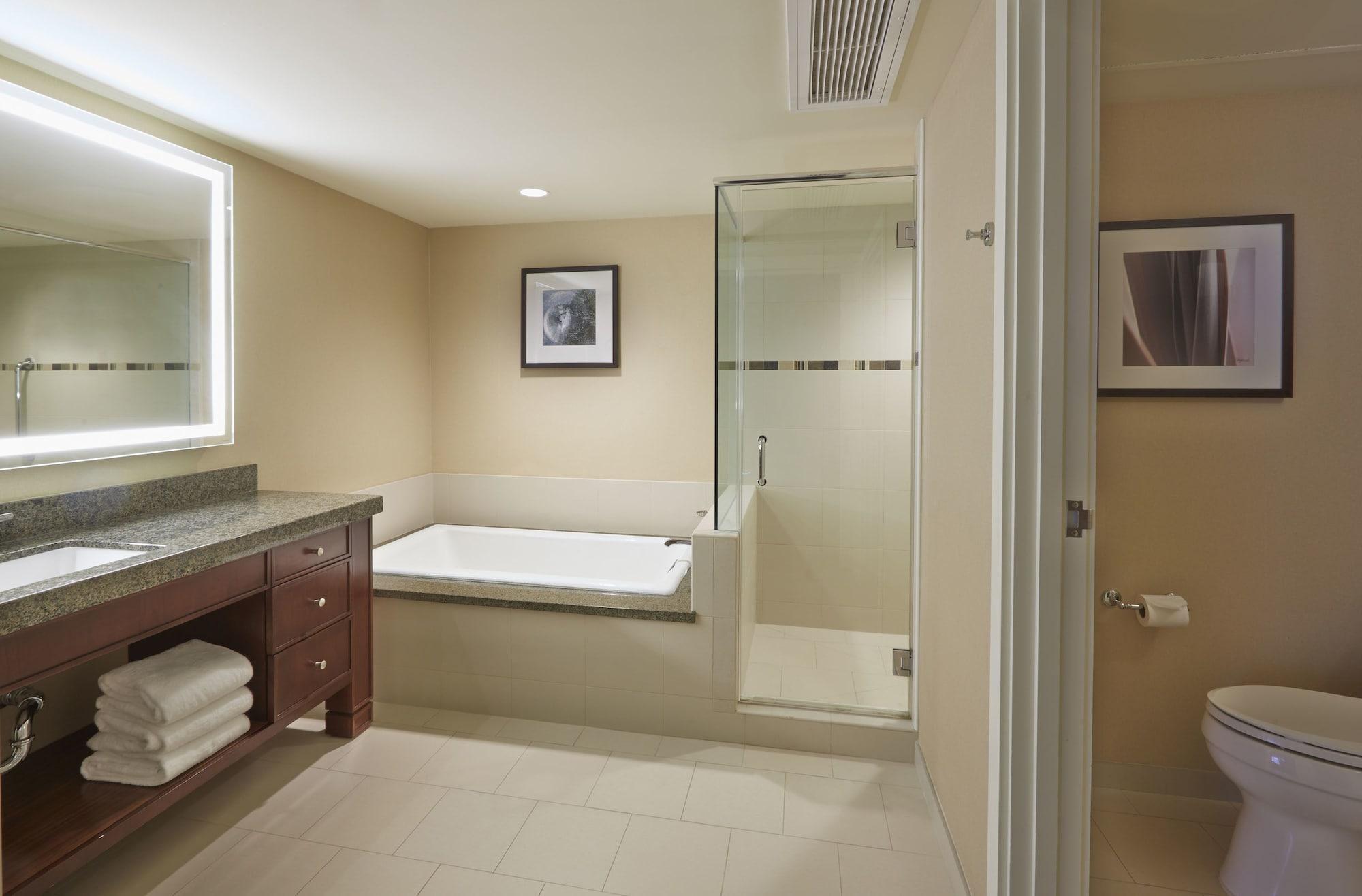 Junior Suite, 1 King Bed, Ocean View (Rainbow- Marina/Ocean)