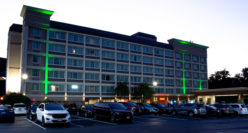 Front of Property - Evening/Night, Holiday Inn GW Bridge-Fort Lee NYC Area