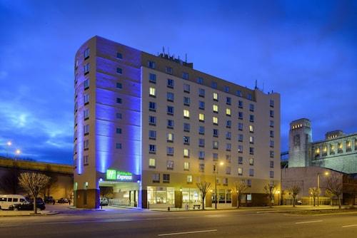Great Place to stay Holiday Inn Express Philadelphia - Penns Landing near Philadelphia