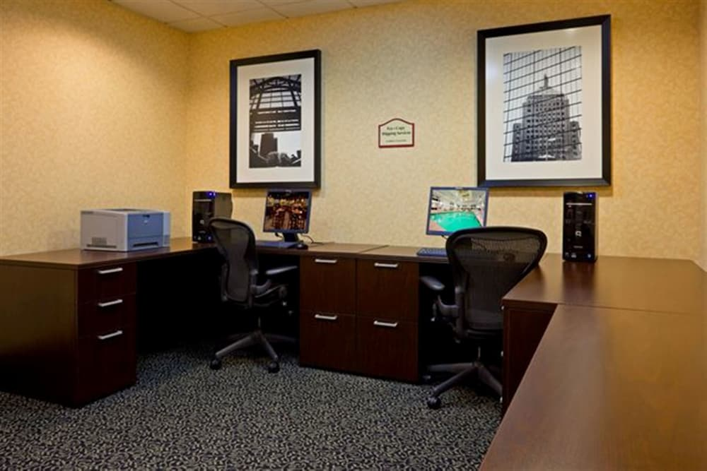 Business Center, DoubleTree by Hilton Boston - Milford