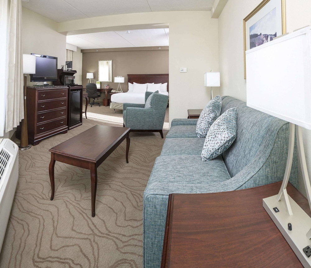 Living Area, DoubleTree by Hilton Boston - Milford
